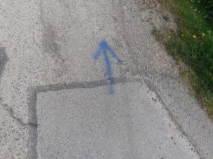 Značenie modrými šípkami.